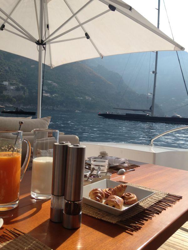desayuno en el mar