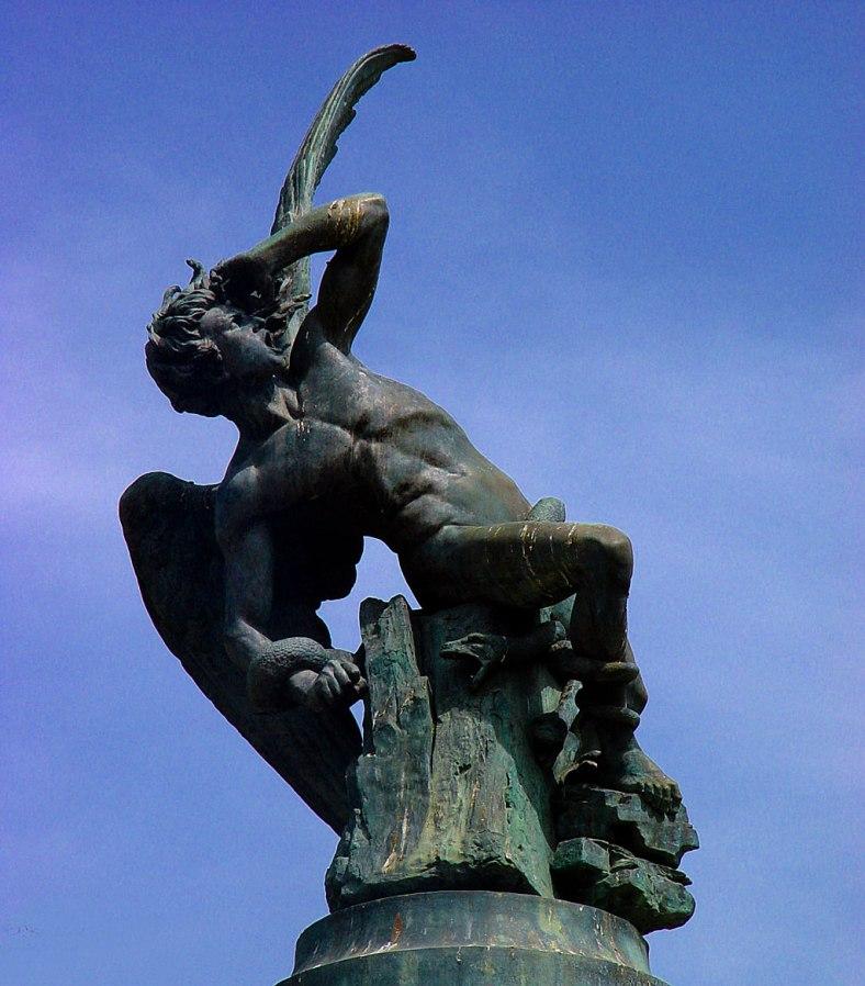 estatua-angel-caido