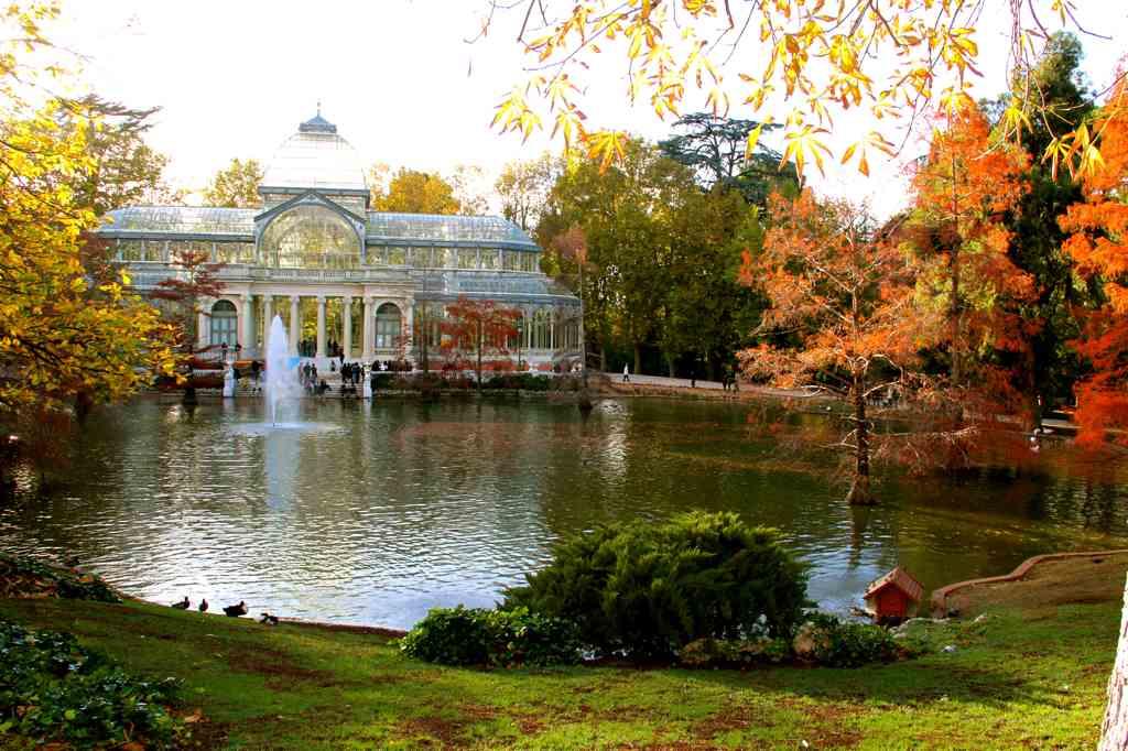 Parques con secretos escondidos retiro capricho for Jardines el capricho