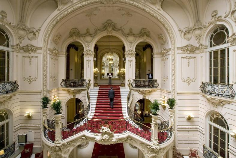 Escalinata_Casino_Madrid