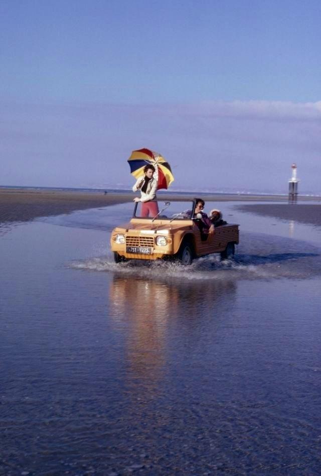 coche en playa de ibiza