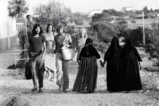 hippys en ibiza