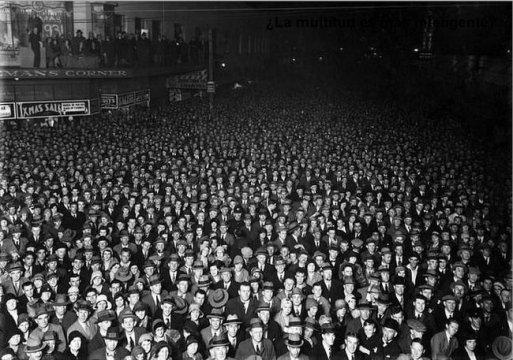 multitud nadie te mira