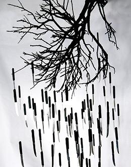 x-Manuel-Barbero-El-árbol-de-las-amenazas-225x125x95CM-madera-y-cuchillos-(2)