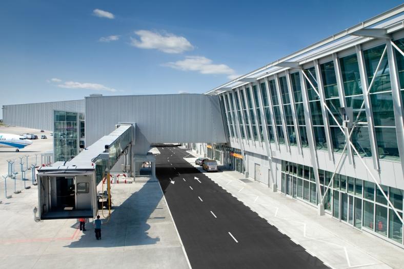 aeropuerto varsovia estudio lamela