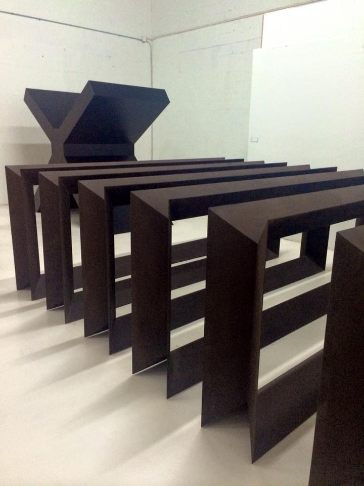 carmina baker en art basel miami 1 escultura donald judd 2