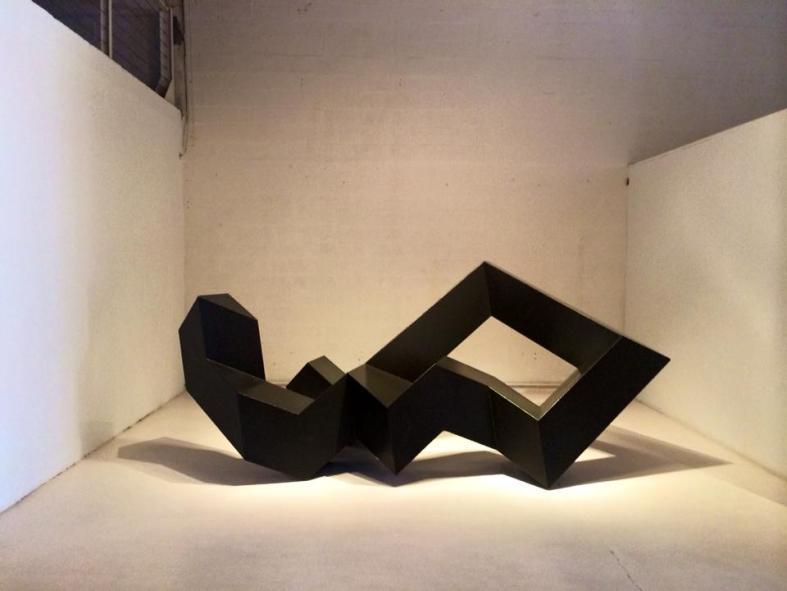 carmina baker en art basel miami 1 escultura donald judd 3