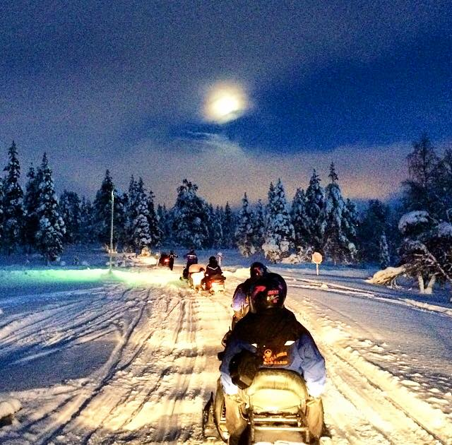 carmina baker en laponia excursion de motos de noche 3