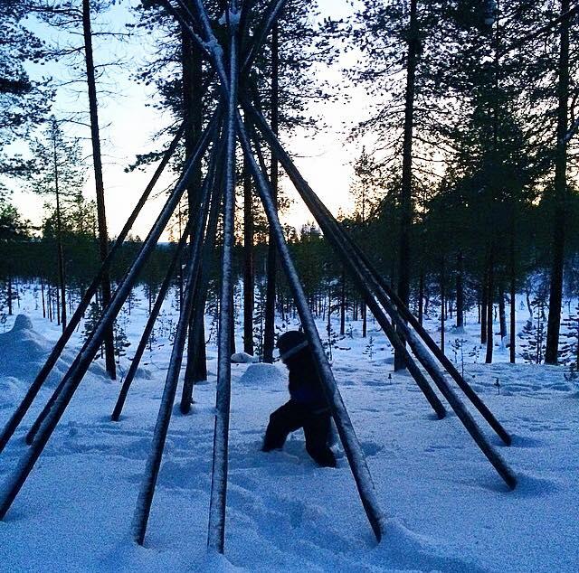 carmina baker en laponia finlandia pesca en lago
