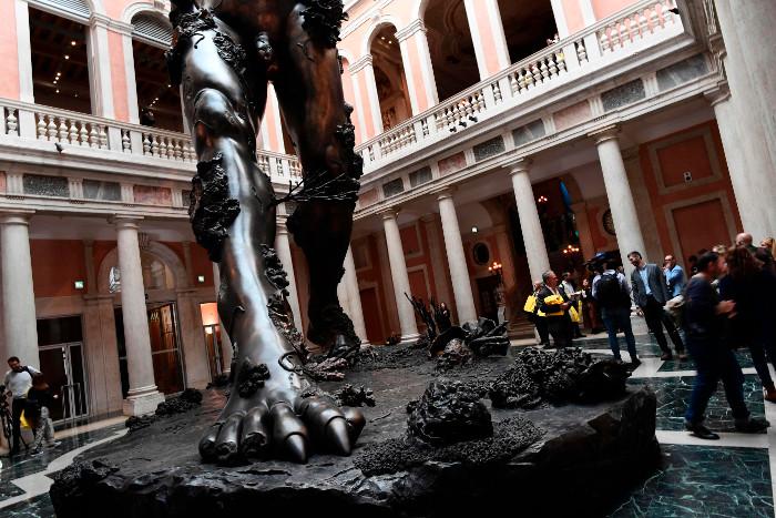 biennale di venezia - damien hirst -art demon
