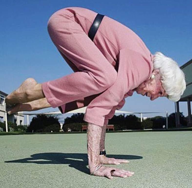 yoga beneficios carmina baker mayores