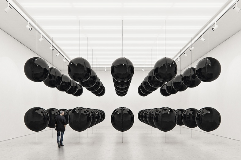 arte hinchable Tadao-Cern-Black-Balloons