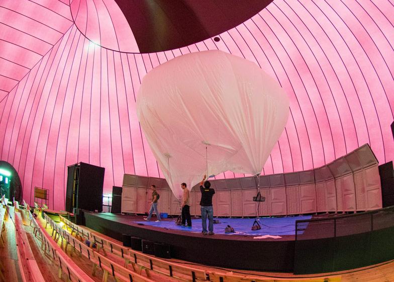 arquitectura-efímera-inflable-música en movimiento- iszaki y anish kapoor interior