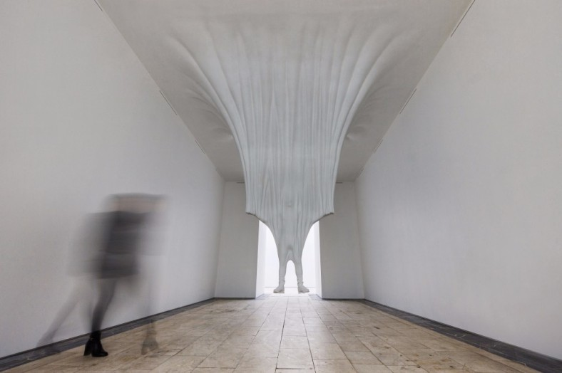 site -specific-daniel-arsham_moving-architecture_moscu- 1