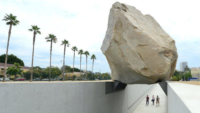 site-specific levitated-mass-michael-heizer-lacma 4